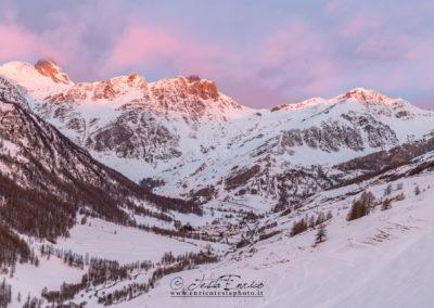 I primi raggi del sole sull'alta Valle Varaita