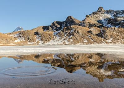 Il Lago Bleu inizia a congelarsi in inverno